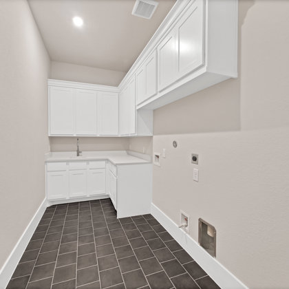 Full-sized operable utility room with master suite access
